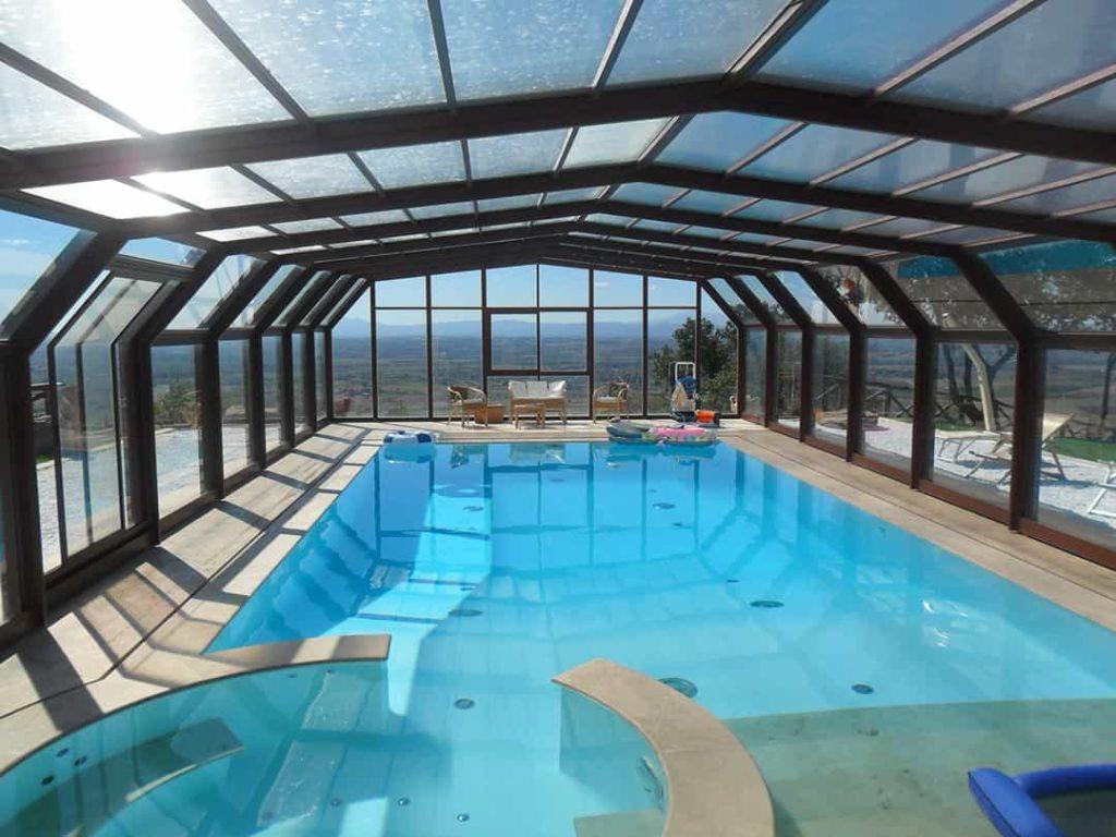 abri piscine spacieux