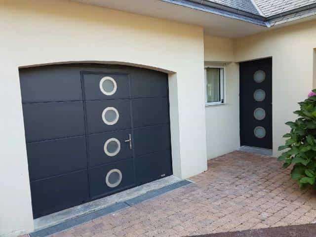 porte de garage et porte entrée