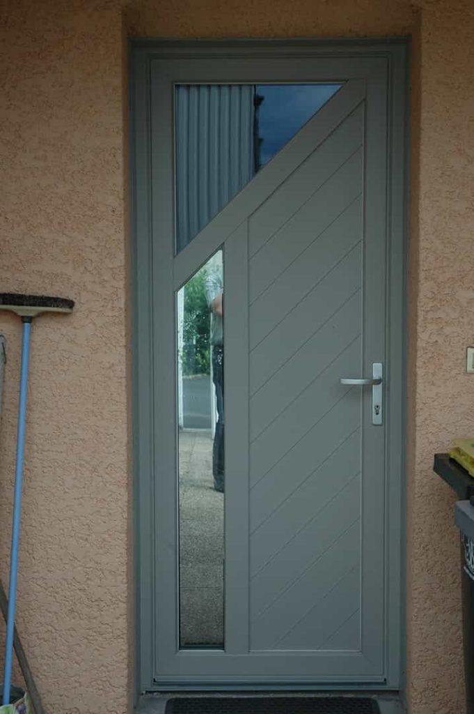 porte entrée grise