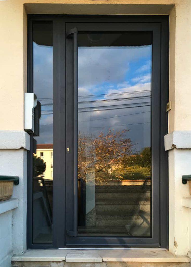 porte entree noir vitrée
