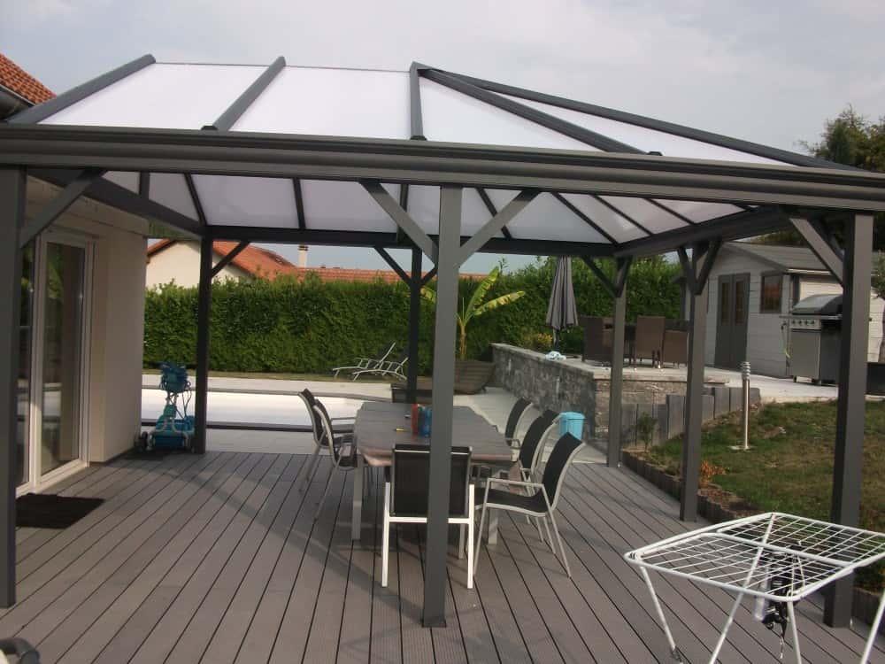 pergola avec toit en verre et store