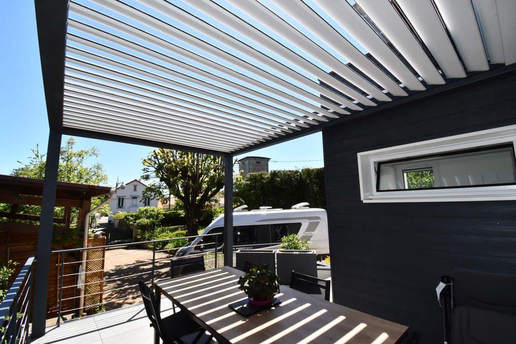 pergola bioclimatique sur terrasse surelevée