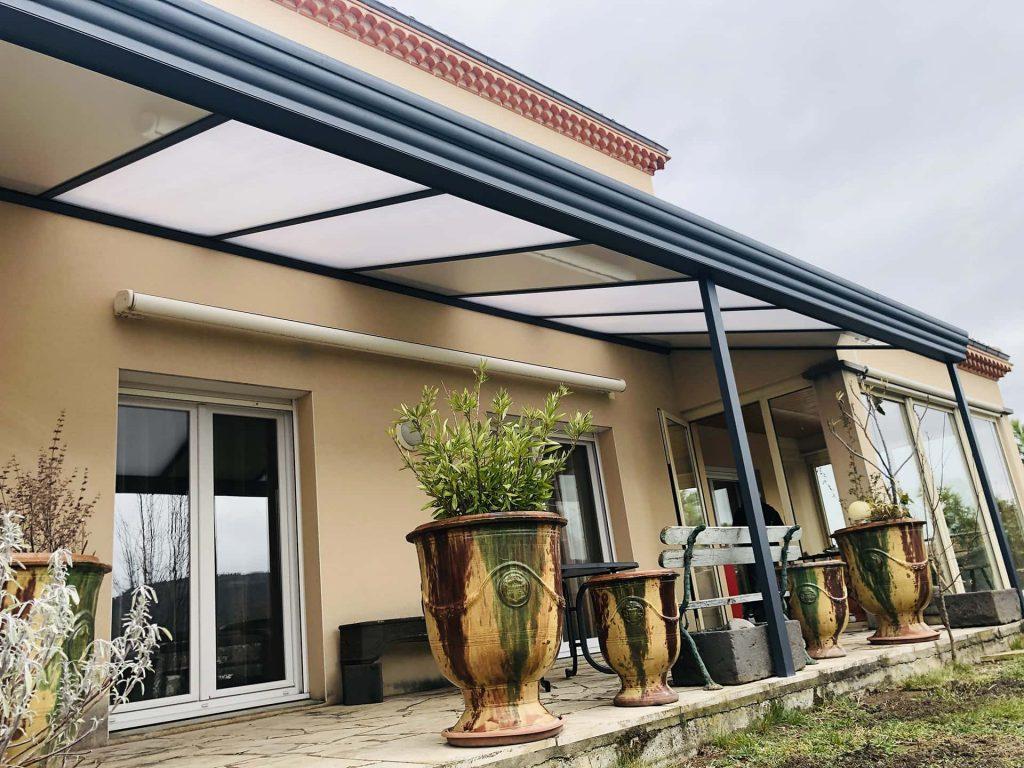 pergola avec toit en verre lumineux